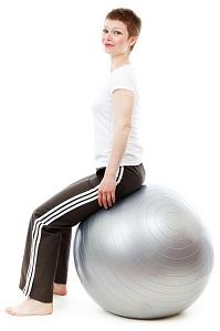 Pilatesboll och medicinboll är bra redskap för hemmet